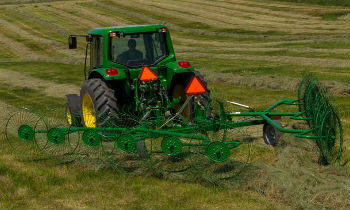 JohnDeere-WheelRakes-WR10-series.jpg