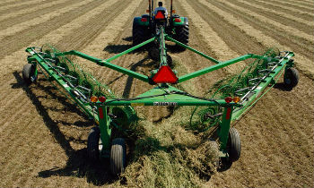 JohnDeere-WheelRakes-WR12-Series.jpg
