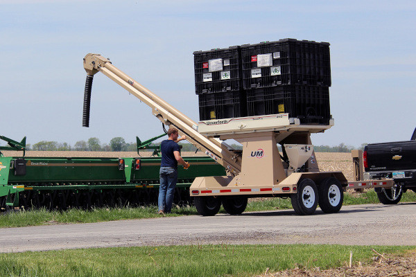 Unverferth | Seed Pro Bulk Box Tender | Model 410XL-4 for sale at Columbus, Elmer, Marlboro, Hammonton, Columbia, NJ