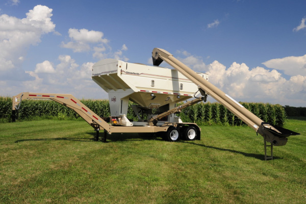 Unverferth | Seed Tenders | Seed Runner Bulk Tender - 55 Series for sale at Columbus, Elmer, Marlboro, Hammonton, Columbia, NJ