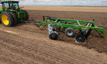 CroppedImage350210-JohnDeere-DrawnOffsetDisks-2015.jpg